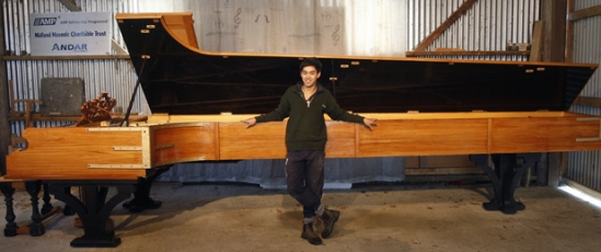 largest-piano